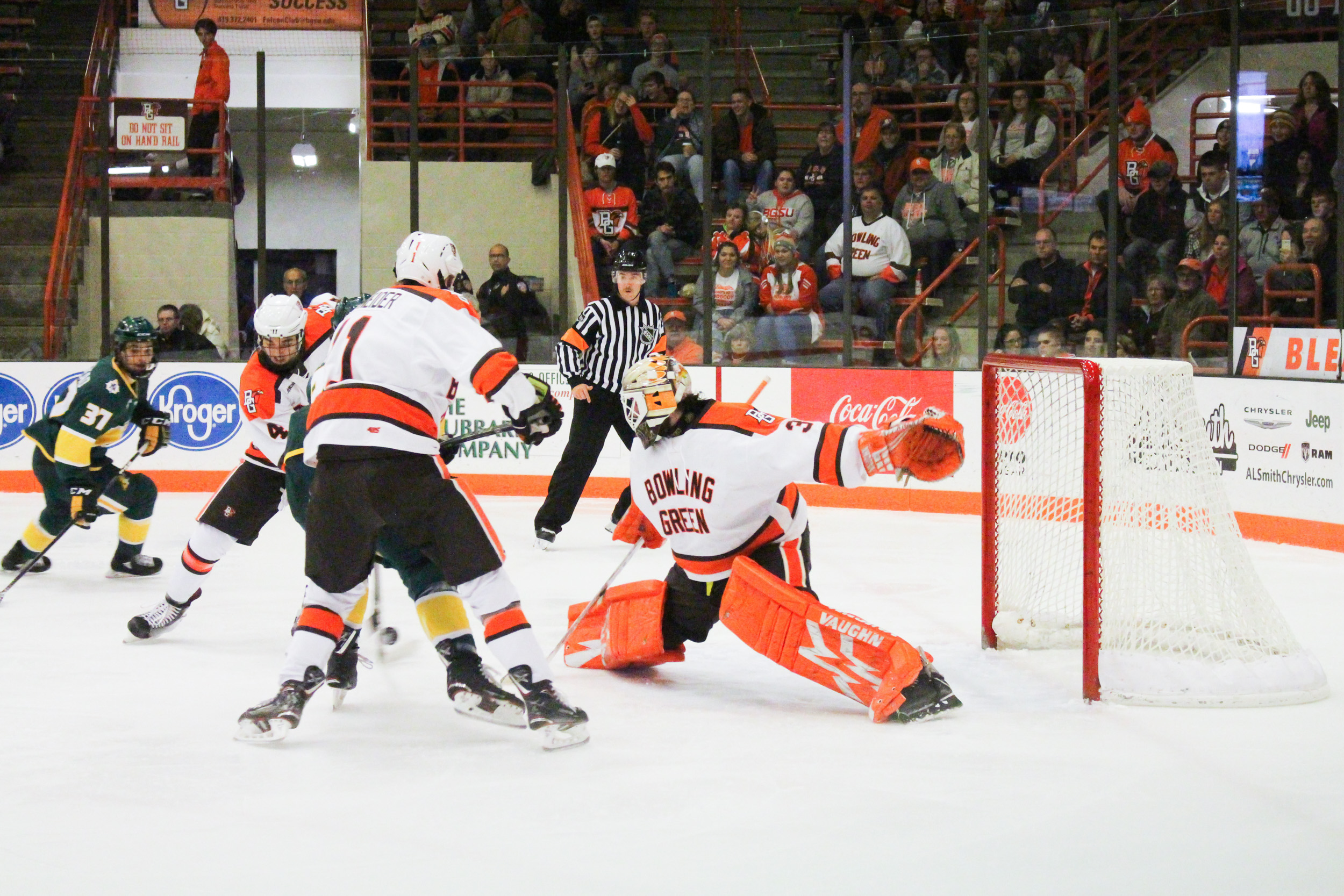 #9 Falcons kickstart WCHA play with 3-1 win over Wildcats